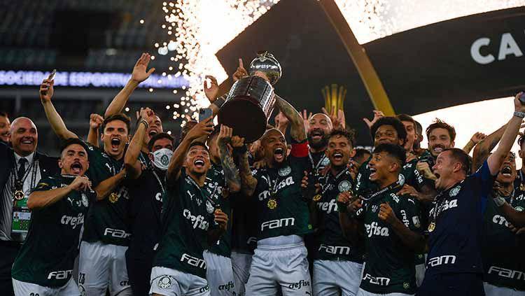 Palmeiras dinobatkan sebagai raja Amerika Selatan usai menaklukkan perlawanan Santos di partai final Copa Libertadores yang berjalan dramatis. Copyright: © Mauro Pimentel – Pool/Getty Images