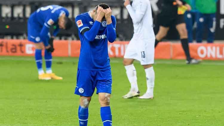 Liverpool selangkah lagi akan mendatangkan bek Schalke 04, Ozan Kabak pada bursa transfer musim dingin 2021. Copyright: © Mario Hommes/DeFodi Images via Getty Images.