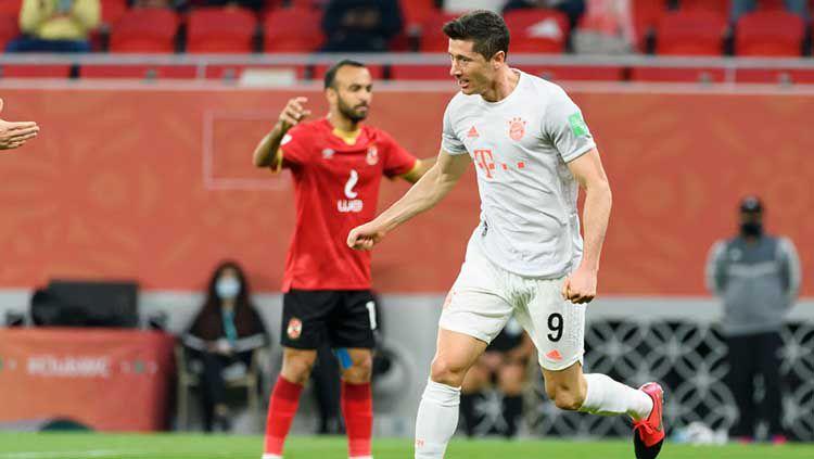 Selebrasi gol Robert Lewandowski di laga Al Ahly vs Bayern Munchen. Copyright: © Gaston Szermann/DeFodi Images via Getty Images