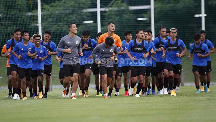 Deretan pemain Tim Nasional (Timnas) Indonesia U-23 bertumbangan. Mereka mengalami cedera imbas intensitas latihan fisik. Copyright: © Herry/Indosport