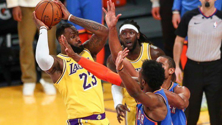 Los Angeles Lakers (LA Lakers) menang dengan skor 114-113 melawan Oklahoma City Thunder, pada lanjutan NBA Kamis (11/02/21). Copyright: © (Photo by Meg Oliphant/Getty Images)