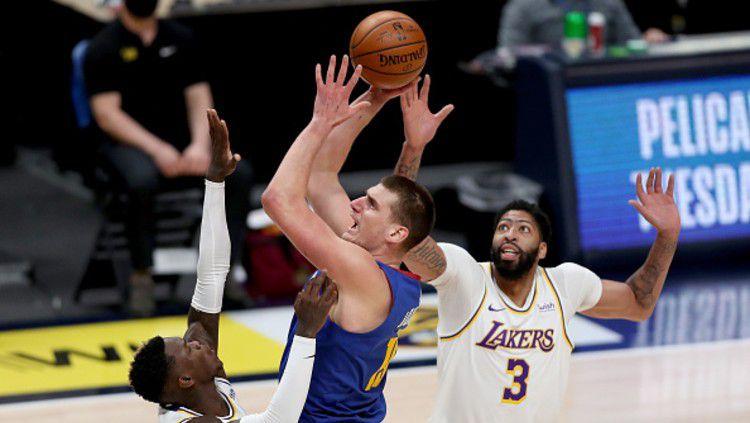 Lakers menyerah di tangan Nuggets dalam lanjutan NBA, Senin (15/02/21). Copyright: © (Photo by Matthew Stockman/Getty Images)
