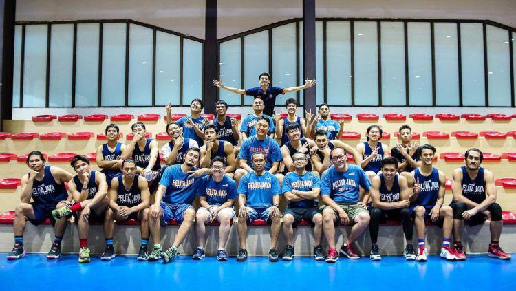 Fictor Roring bersama timnya, Pelita Jaya Basketball. Copyright: © instagram.com/fictor_roring