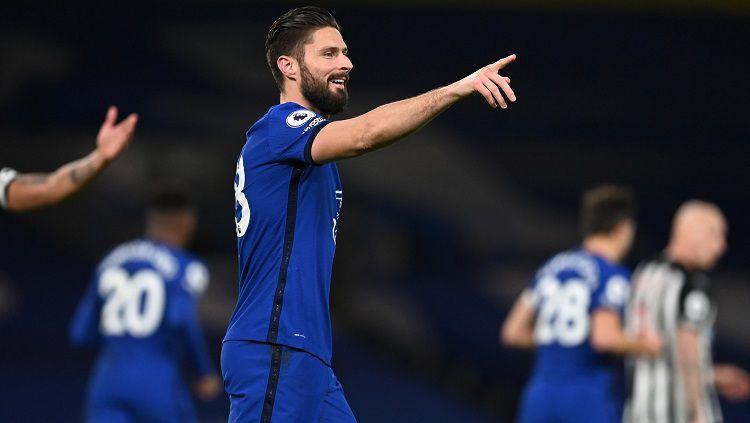 Selebrasi gol Olivier Giroud dalam pertandingan Liga Inggris antara Chelsea vs Newcastle United, Senin (15/2/21). Copyright: © Premier League