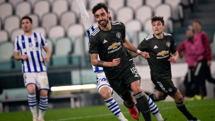 Bruno Fernandes usai mencetak gol ke gawang Real Sociedad. Copyright: © twitter.com/ManUtd