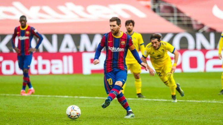 Lionel Messi mengundang rekan-rekan setimnya di Barcelona untuk makan-makan jelang laga lawan Atletico Madrid. Copyright: © Twitter @FCBarcelona