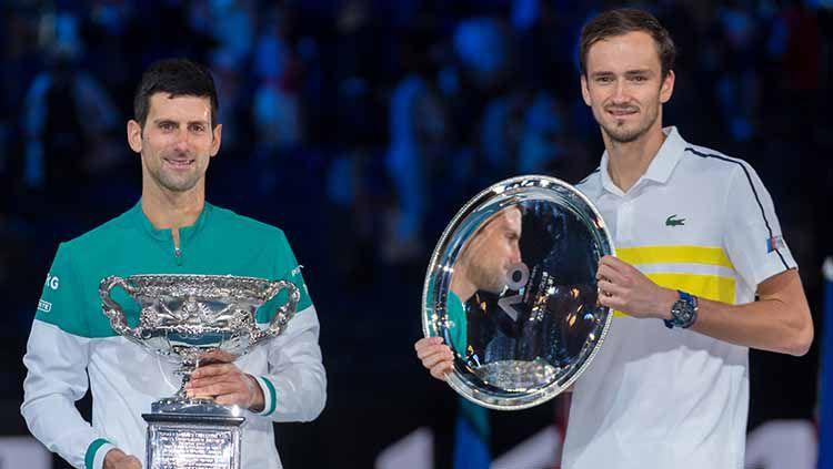 Novak Djokovic dan Daniil medvedev. Copyright: © Andy Cheung/Getty Images