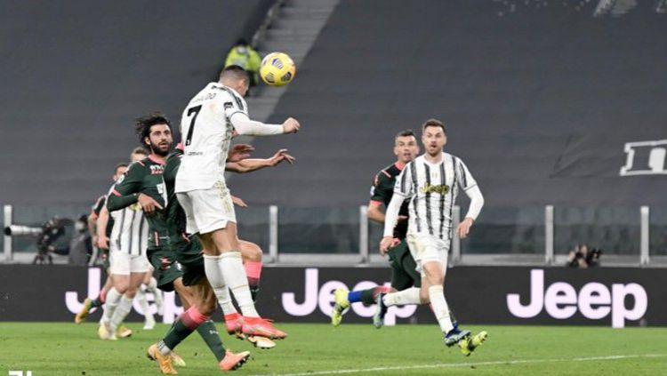 Cristiano Ronaldo menunjukkan jika dirinya masih layak disebut sebagai yang terbaik, menyusul brace yang ia sumbangkan dalam kemenangan Juventus atas Crotone. Copyright: © Twitter @juventusfc