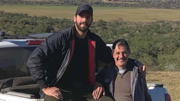 Alisson Becker dan sang ayah, José Agostinho Becker. Copyright: © Instagram/@alissonbecker