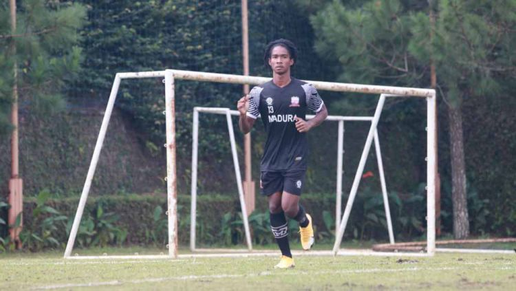 Ronaldo Jaybera Kwateh, pemain blasteran 16 tahun jadi paling muda yg ikur program TC Madura United di Kota Batu. Copyright: © MO Madura United