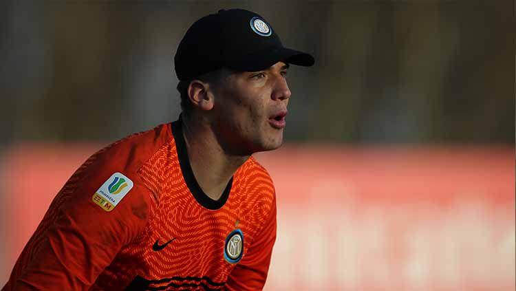 Filip Stankovic, kiper muda milik Inter Milan yang juga putra Dejan Stankovic, sedang jadi sorotan usai kedapatan menghina AC Milan di akun media sosialnya. Copyright: © Jonathan Moscrop/Getty Images
