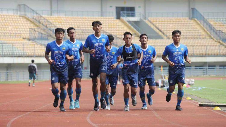 Pemain Persib Bandung saat menjalani latihan di Stadion GBLA, Selasa (02/03/21). Copyright: © Media Officer Persib