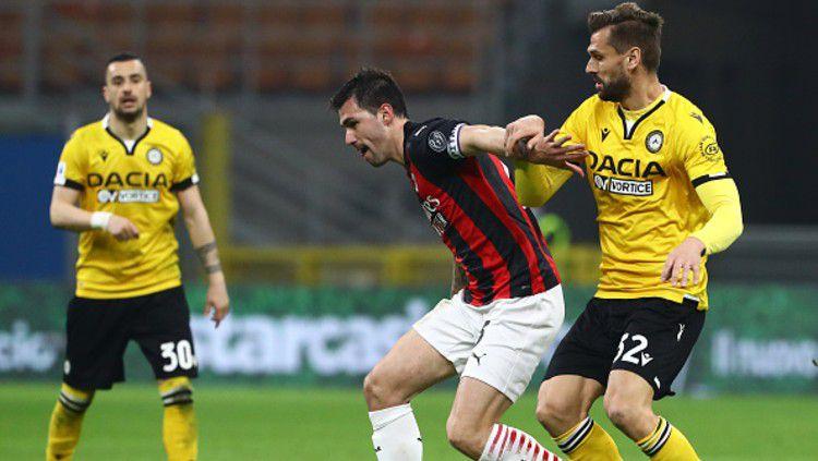 AC Milan menjamu Udinese dalam lanjutan Serie A Liga Italia, Kamis (04/03/21) dinihari. Milan yang sudah di ujung tanduk, diselamatkan hadiah penalti di penghujung pertandingan. Copyright: © (Photo by Marco Luzzani/Getty Images)