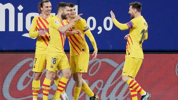 Lionel Messi berperan memberikan assist untuk dua gol Barcelona dalam pertandingan melawan Osasuna. Copyright: © (Photo by David S. Bustamante/Soccrates/Getty Images)