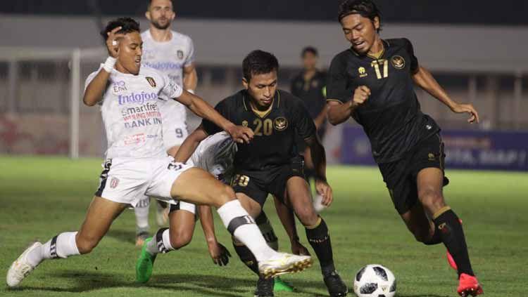 Pertandingan uji coba timnas Indonesia U-23 vs Bali United di Stadion Madya Senayan, Minggu (7/3/21). Copyright: © Naufal/PSSI
