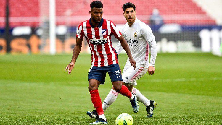 Duel Thomas Lemar dan Marco Asensio di Derby Madrid Copyright: © twitter.com/Atleti
