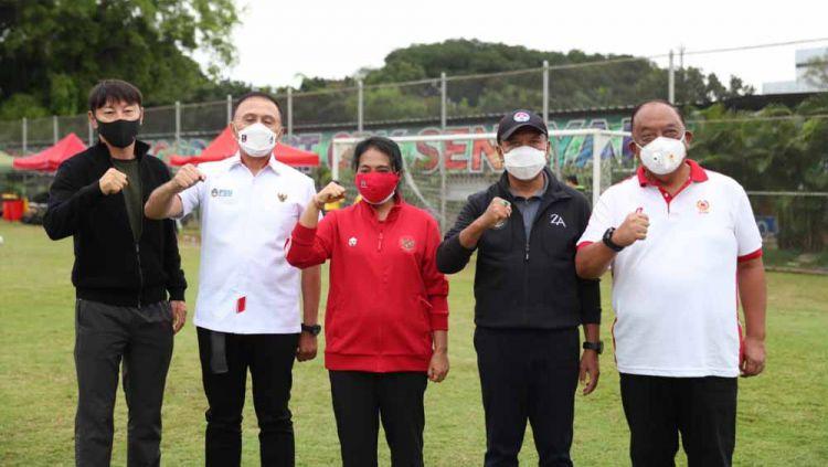 Pelatih Timnas Indonesia Shin Tae-yong, Ketua PSSI M Iriawan dan Menpora Zainudin Amali. Copyright: © Kemenpora