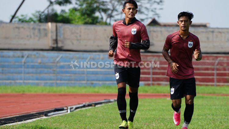 Pratama Arhan (kanan) dan Hari Nur Yulianto sudah bergabung dalam sesi latihan PSIS jelang Piala Menpora 2021. Copyright: © Alvin Syaptia/INDOSPORT
