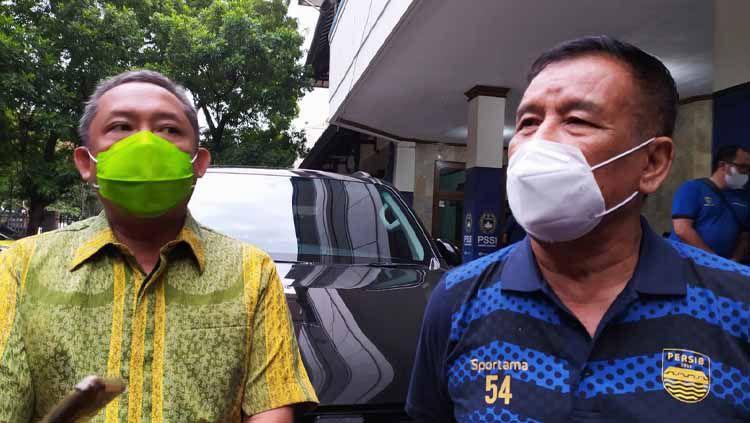 Wakil Wali Kota Bandung, Yana Mulyana (kiri) dan Komisaris PT PBB, Umuh Muchtar (kanan). Copyright: © Arif Rahman/INDOSPORT