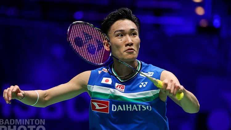 Keinginan pelatih tunggal putra Jepang, Yosuke Nakanishi agar Kento Momota bisa segera menghadapi Anthony Sinisuka Gining menjadi sorotan media China. Copyright: © Badminton Photo