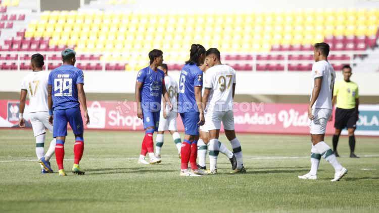 Babak 1 pertandingan grup A Piala Menpora 2021 antara Arema FC vs Tira Persikabo di Stadion Manahan Solo, Minggu (21/03/21). Copyright: © Herry Ibrahim/Indosport
