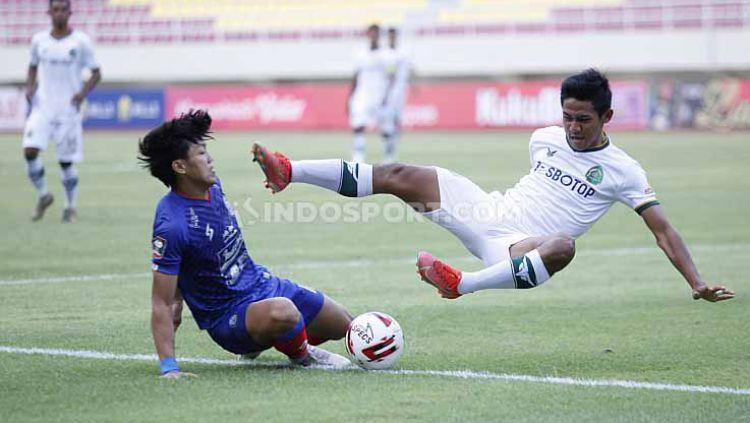 Arema FC saat bertemu Tira Persikabo di laga pertama Piala Menpora 2021 Copyright: © Herry Ibrahim/Indosport
