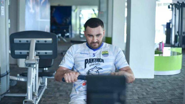 Indosport - Mantan pemain Persib Bandung, Farshad Noor.