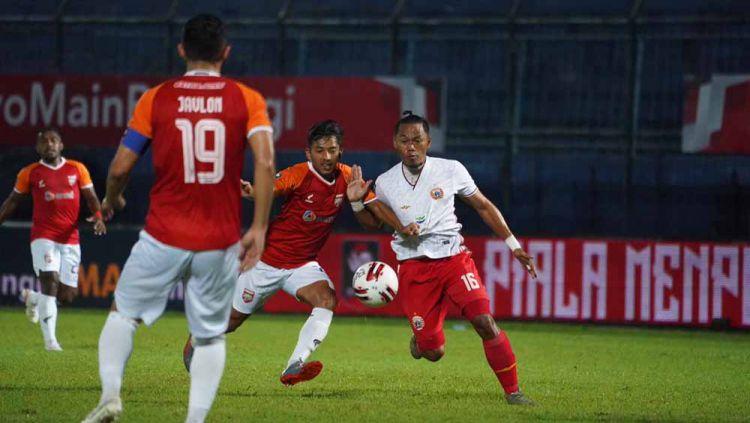 Laga Borneo FC saat menghadapi Persija Jakarta pada fase grup B Piala Menpora 2021. Copyright: © Tim Media Persija Jakarta