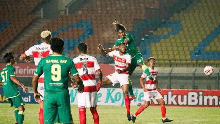 Laga Madura United saat menghadapi Persebaya pada grup D Piala Menpora 2021. Copyright: © Persebaya