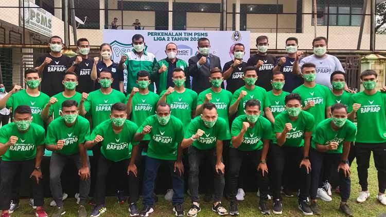 Edy Rahmayadi (tengah) saat menghadiri perkenalkan tim PSMS Medan musim 2021. Copyright: © Aldi Aulia Anwar/INDOSPORT