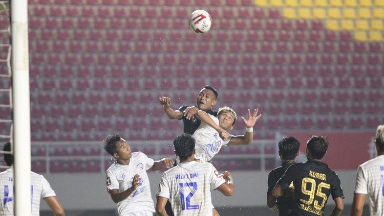 Pelatih Arema FC, Kuncoro, menilai kekalahan tipis 3-2 yang diderita anak asuhnya atas PSIS Semarang di Piala Menpora merupakan akibat dari kesalahan sendiri. Copyright: © Official PT LIB