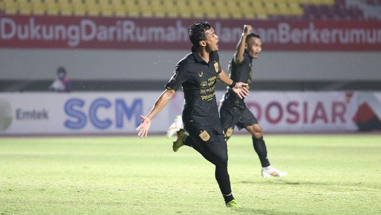 Selebrasi pemain PSIS Semarang usai mencetak gol ke gawang Arema FC di Piala Menpora 2021. Copyright: © Official PT LIB