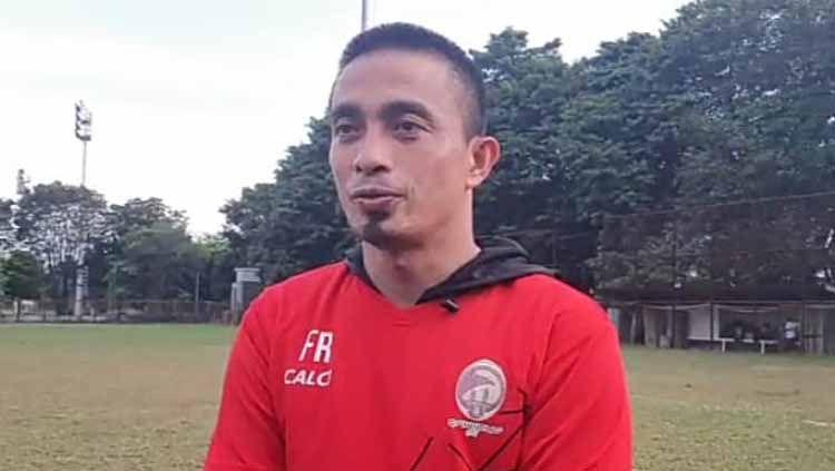 Pelatih Kiper Sriwijaya FC, Ferry Rotinsullu. Copyright: © Muhammad Effendi/INDOSPORT