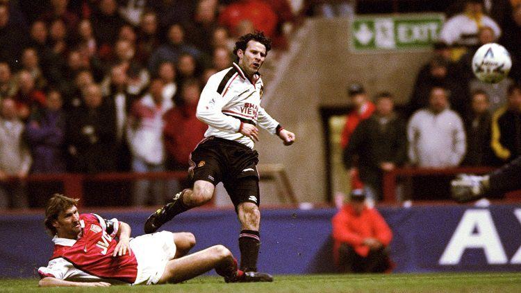 Gol spetakuler Ryan Giggs dalam pertandingan Piala FA antara Arsenal vs Manchester United, 14 April 1999. Copyright: © Manchester United
