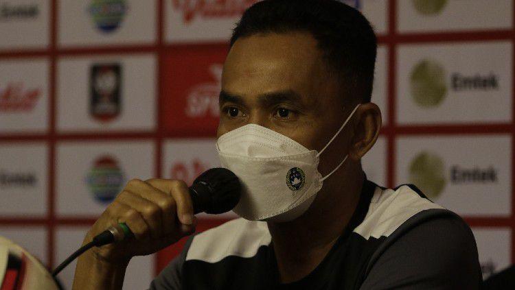 Pelatih PSM Makassar, Syamsuddin Batola. Copyright: © Official PSM Makassar