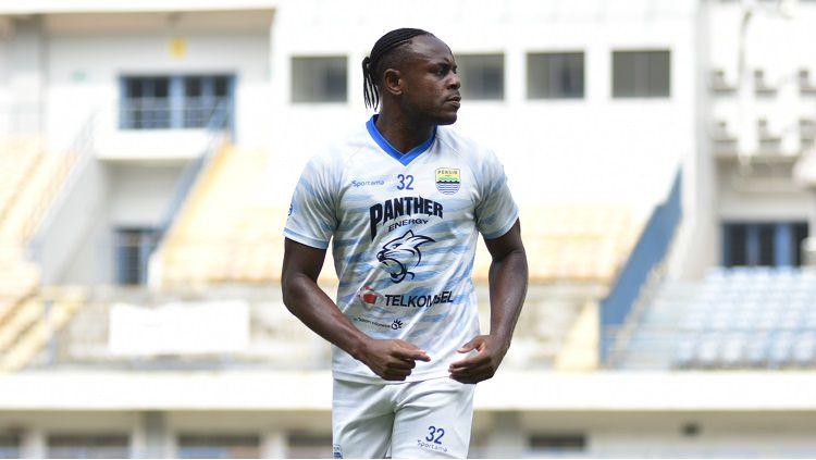 Victor Igbonefo, salah satu pemain Persib yang dipuji kepemimpinannya oleh Robert Rene Alberts. Copyright: © Arif Rahman/INDOSPORT