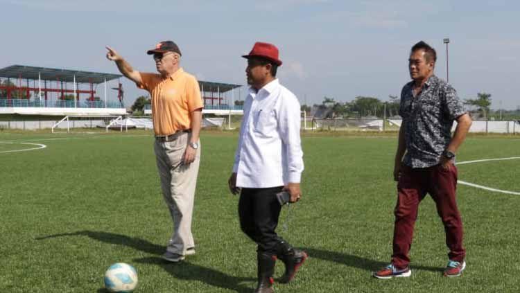 PSG Pati mendatangkan dua pelatih senior yakni Subangkit dan Bernhard Schumm. Copyright: © official psg pati
