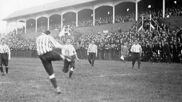 Sheffield Wednesday saat menjuarai Piala FA 1896. Copyright: © SWFC