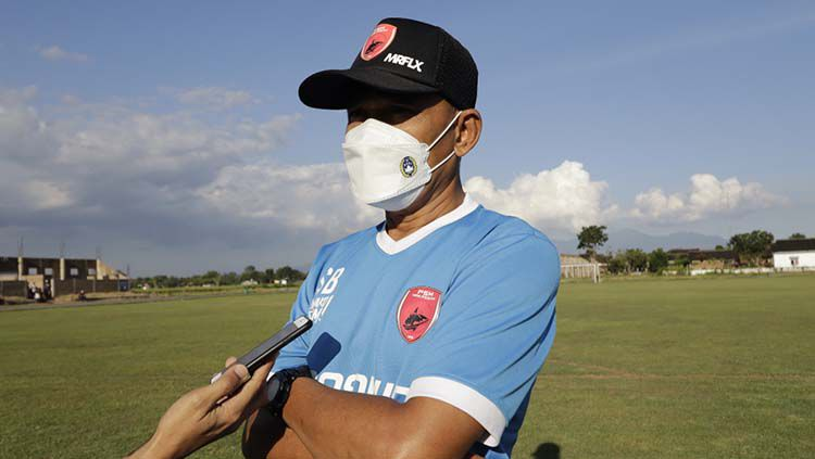 Pelatih PSM Makassar, Syamsuddin Batola. Copyright: © Official PSM Makassar.