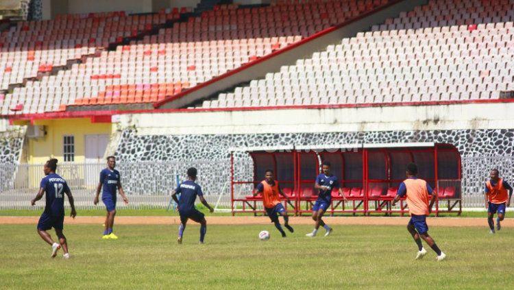 Latihan Persipura Copyright: © Sudjarwo/INDOSPORT