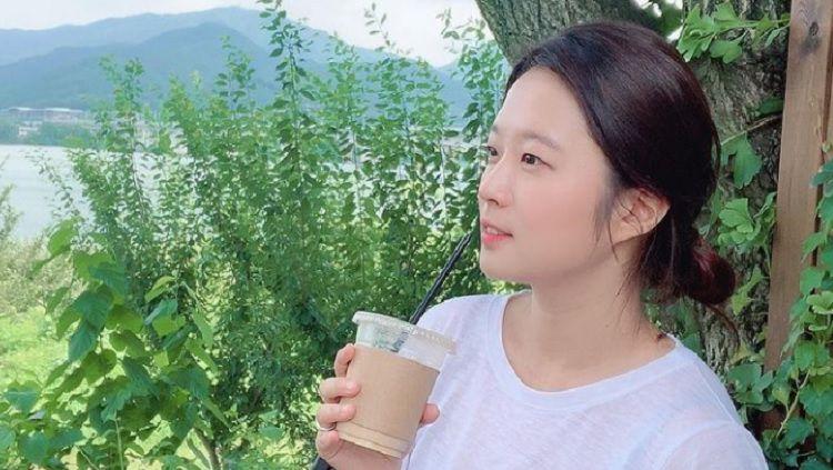 Tampil gemilang di Ansan Greeners, Asnawi Mangkualam Bahar punya sosok wanita cantik asal Korea Selatan yang menjadi pendampingnya, yang bernama Luna. Copyright: © Instagram @nayeonlunaha