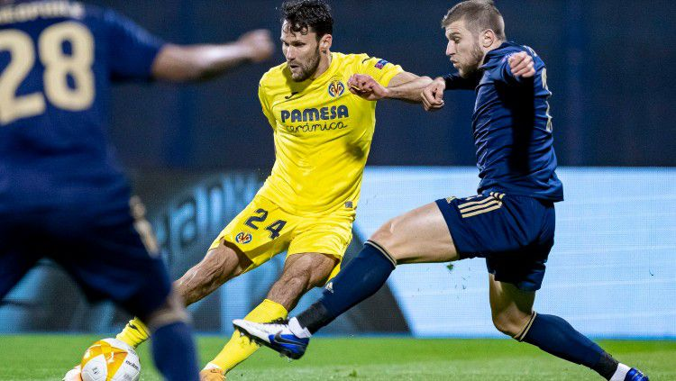 Bek Villarreal, Alfonso Pedraza (jersey kuning) yang jadi incaran Chelsea. Copyright: © twitter.com/Alfonsopedraza9