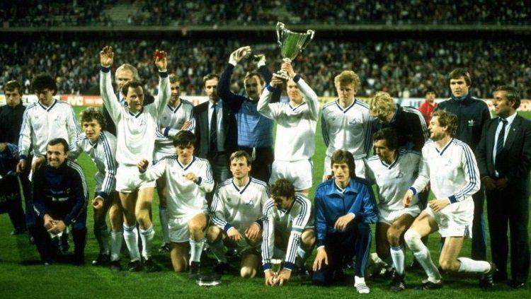 Raksasa Uni Soviet, Dynamo Kyiv, menjuarai Piala Winners usai mengalahkan Atletico Madrid di final, 2 Mei 1986. Copyright: © UEFA