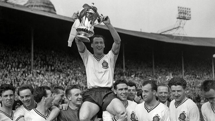 Bolton Wanderers menjuarai Piala FA usai mengalahkan Manchester United di final, 3 Mei 1958. Copyright: © Bolton Wanderers FC