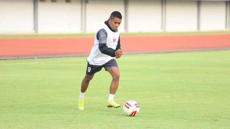 Pemain baru Persita Tangerang, Billy Keraf, menyatakan tak kesulitan beradaptasi pascadidatangkan dari klub Liga 2, Kalteng Putra. Copyright: © media persita