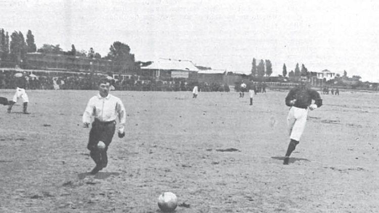Duel Real Madrid vs Barcelona pertama sepanjang sejarah, 13 Mei 1902. Copyright: © FC Barcelona