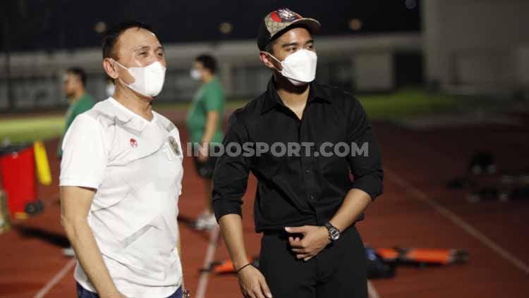 Datang ke sesi latihan Timnas Indonesia, Dirut Persis Solo, Kaesang Pangarep, benarkan dirinya tengah mengincar Evan Dimas untuk diboyong ke tim Liga 2 itu. Copyright: © Indosport.com