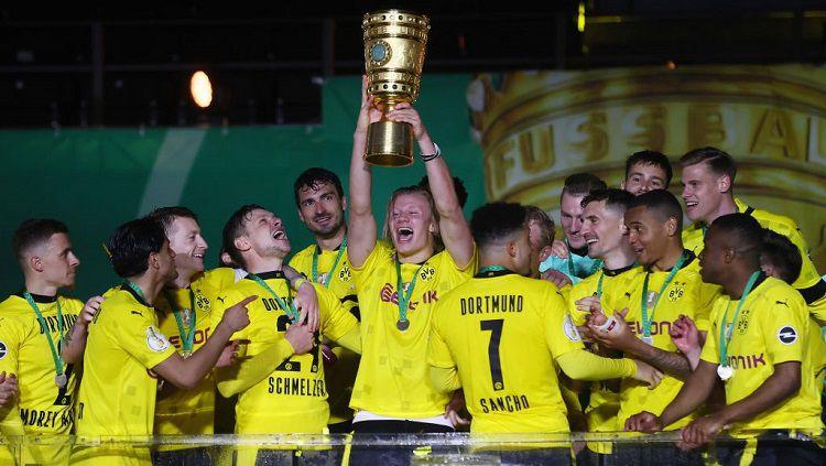 Borussia Dortmund sukses merebut trofi DFB Pokal usai mengalahkan RB Leipzig 4-1 di partai final, Jumat (14/05/21) dini hari WIB. Copyright: © Martin Rose/Getty Images