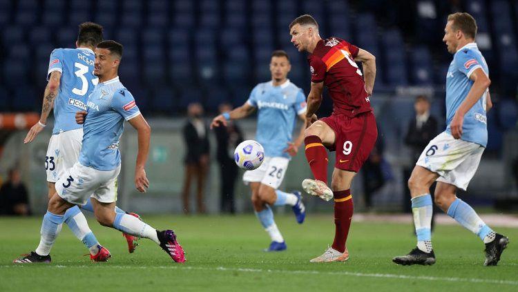 Pertandingan antara AS Roma vs Lazio pada lanjutan pekan ke-37 Liga Italia di Stadion Olimpico, Minggu (16/05/21) dini hari WIB. Copyright: © Paolo Bruno/Getty Images