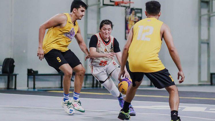 Timnas Basket Putri Indonesia 3x3 sudah menyiapkan diri agar mampu bersaing sejak 4 April lalu di GOR Cahaya Lestari Surabaya. Copyright: © PP Perbasi